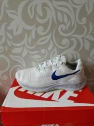 Título do anúncio: Tênis Nike +par de meias GRÁTIS
