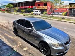 Título do anúncio: BMW 320i VENDO OU TROCO POR CARRO DO MEU INTERSSE
