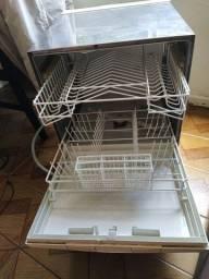 Título do anúncio: Máquina de lavar pratos + transformador