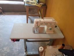 Vendo máquina dê costura seme nova