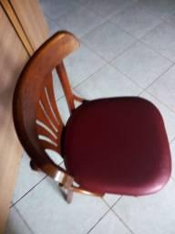 Cadeira acochoadas madeira maciças da DellaBruna