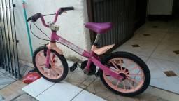 Vendo bicicleta de criança pequena
