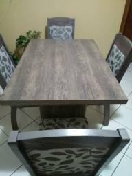 Mesa com 4 cadeiras ótimo estado