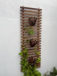 Jardim vertical de madeira