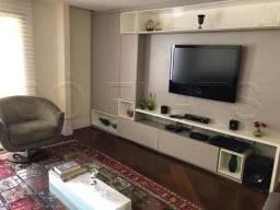 Flat Alto Padrão em Moema 3 Dorms 120m²