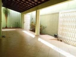 Casa à venda, 3 quartos, 4 vagas, Santa Mônica - Uberlândia/MG