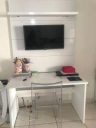 Painel de tv, escrivaninha e cadeira de acrílico