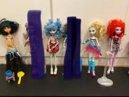 Bonecas Monster High lindas e móveis delas