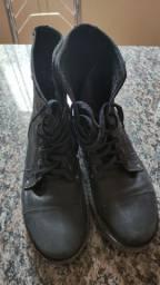 Bota coturno Black Boots 42 semi nova