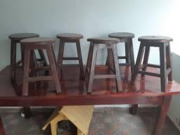 Mesa e tamboretes madeira