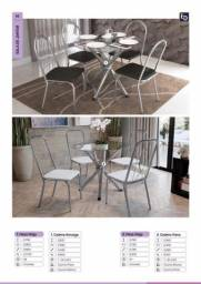 Mesa de jantar de vidro redondo com cadeiras