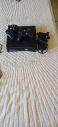 Vendo Xbox 360 com dois controles  carregadores novos em um HD de 500GB