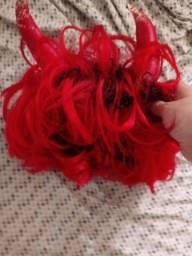 Peruca Vermelha com Chifres