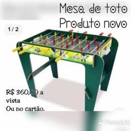 Uma mesa de jogo infantil TOTO.