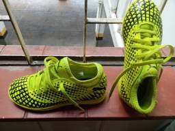 Chuteira Futsal Infantil Puma Future 4.4 IT Jr - Amarelo+Preto TAM 30