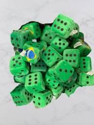 Título do anúncio: KIT com 10 Dados de Pelúcia Bandeira do Brasil