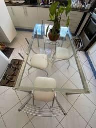 Mesa de alumínio com tampo de vidro e 4 cadeiras