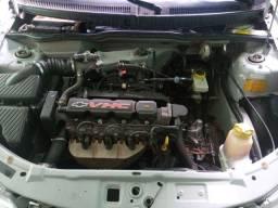 Vendo Celta 2003 carro de familia.