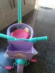 Motoca infantil  pouco tempo usado.