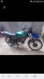 Vendo moto titan 150.