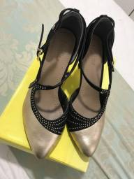 Sapato de salto preto e dourado usaflex