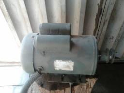 Motor de indução de 3540 rpm