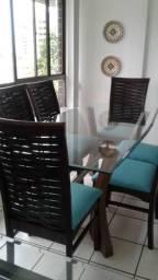 Mesa com tampo de vidro e 06 cadeiras