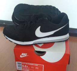 Vende-se Tênis Nike MD Runner 2 Preto (Novo na caixa) Tam. 36