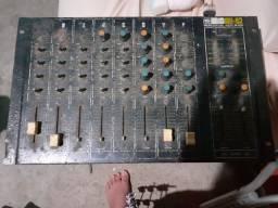 Vendo uma mesa de som 8 canais ....