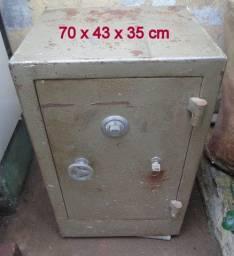 Cofre Pequeno com chave e segredo 70x43x35 cm