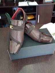 Sapato social Calvest, linha Pierut, numero 40.