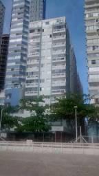 Venda - Apartamento mobiliado com 3 dormitórios na quadra do Mar