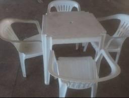 Mesa com 4caseiras por 200