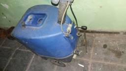 Lavadora de piso vendo desocupar