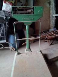 Vendo balança mecânica de plataforma J. Micheletti - Capacidade para 1.000 (um mil) kg