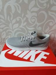 Título do anúncio: Sapatenis Nike + par de meias GRÁTIS