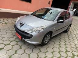 Peugeot 207 1.4 2012 completo, bem abaixo da Fipe