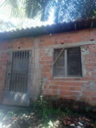 Casa  perto do centro com quintal venda