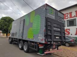 Baú de truck  c/Rampa Hidraulica