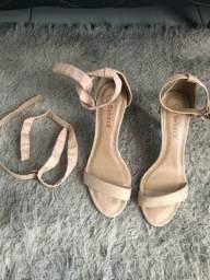 Título do anúncio: Sandália de salto fino