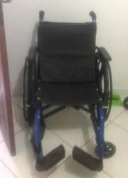 Cadeira de rodas e cadeira de banho