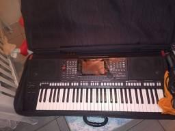 Teclado Yamaha psr s775