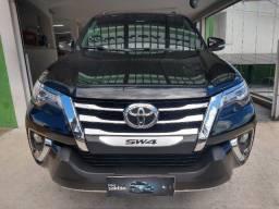 Toyota Hilux SW4 SRX 2.8 Turbo-Diesel Aut. 4x4 2016 - 7 Lugares / Apenas 107.281 Km