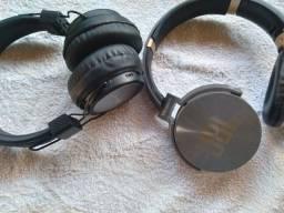 dois fones de ouvido com bluetooth vendo