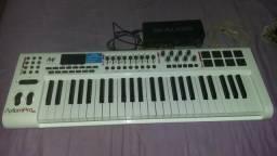 Vendo esse teclado AXIOM PRO 49 e uma placa de som MTRACKPLAUS preço 3.500, 00$$