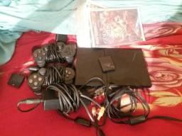 Vendo PlayStation 2 com os dois controles 150 reais