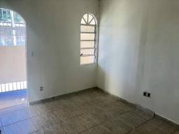 Alugo casa 2 quartos QNO 18 Água e Luz inclusos