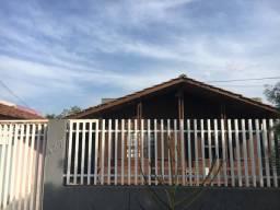 Alugo está casa de madeira