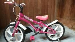 Vendo uma bicicleta infantil valor R$380