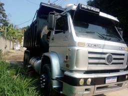 Caminhão caçamba Titan 18 310